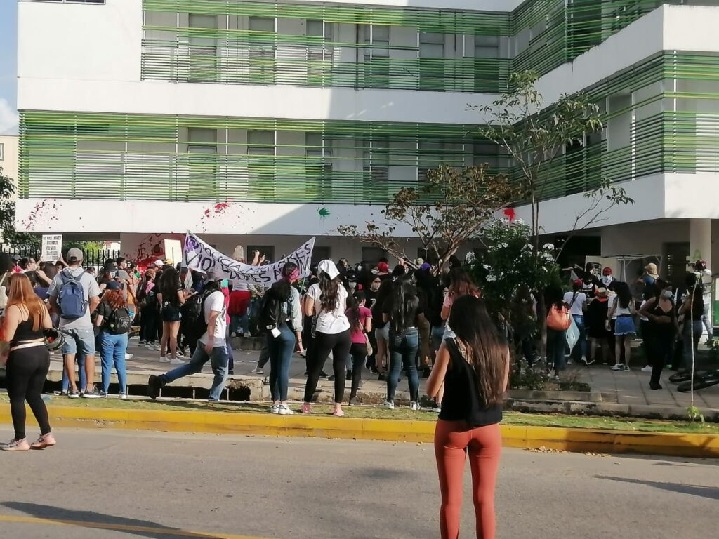 La manifestazione delle donne a Bucaramamga